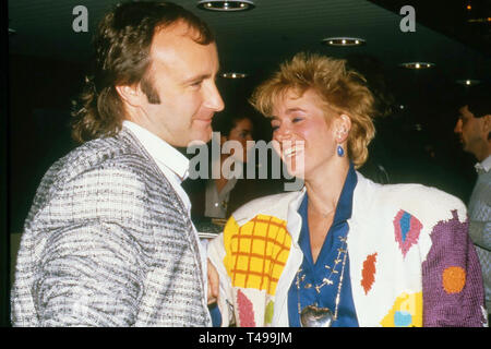 PHIL COLLINS English rock musician with his second wife, American Jill Tavelman about 1984 - Stock Image