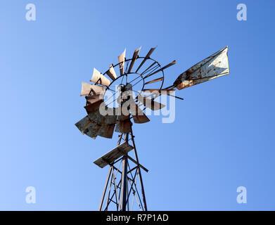 Abandoned rusting farm windmill - Stock Image
