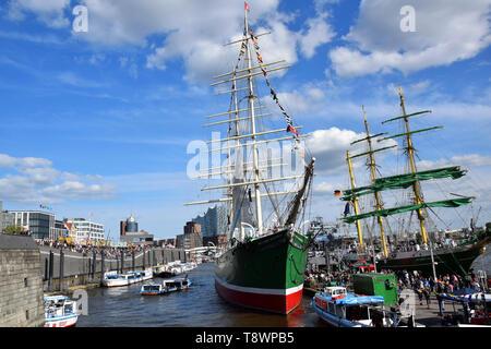 Sailing Boats at the St. Pauli-Landungsbrücken, Hafengeburtstag - Stock Image