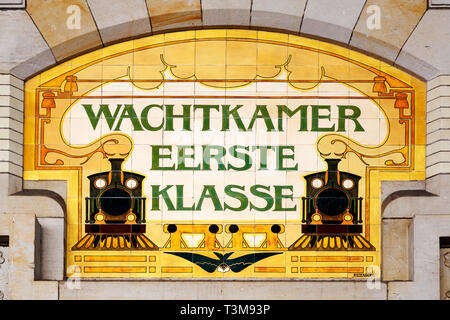 A tile sign for the first class waiting room at the railway station in Haarlem, the Netherlands. Steam locomotives are depicted on the sign. - Stock Image