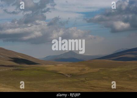 Unterwegs im Kaukasus Gebirge in Georgien - Stock Image