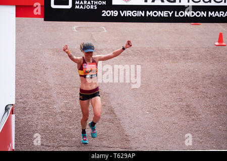 London, UK. 28th April 2019. The 39th London Marathon gets underway with a record breaking year with over 43,000 runners registered. It starts in Blackheath and finishes in The Mall in London. The Elite Men and Women get underway first followed by the Wheelchair Athletes and then the masses. Sir Mo Farah is also hoping to break his own British Record.Credit: Keith Larby/Alamy Live News - Stock Image