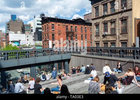 People relaxing at the high line, urban park redeveloped from an abandoned elevated rail line in Chelsea, Manhattan New york city, NY / USA - Stock Image