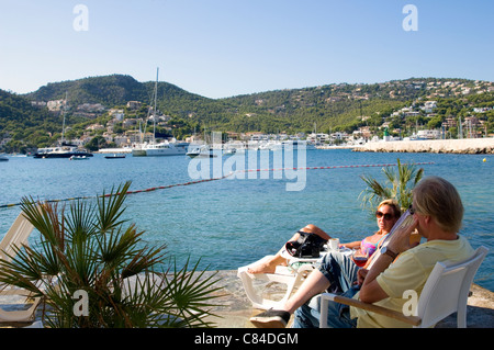 Puerto d'Andratx, couple enjoying the end of the day - Stock Image