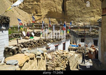 Typical Tibetan village of Chele, Upper Mustang region, NepaL. - Stock Image