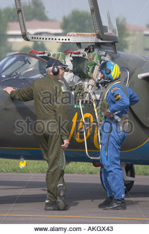 Mechanic and pilot talking, Saab Sk60A Saab 105 Rivolto Italia Air show 2005 Swedish Air Force - Stock Image