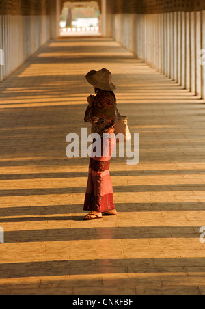 Burmese woman in the corridor at Shwezigon Pagoda, Bagan. Burma. Model Released. - Stock Image