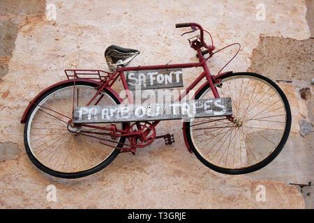 Bicycle On Wall, Santanyi, Mallorca - Stock Image
