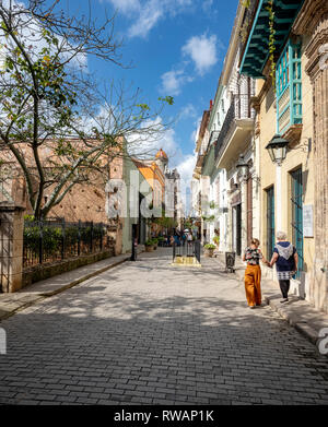 Two women walking down the pretty, renovated streets of Old Havana (Habana Vieja), capital of Cuba - Stock Image