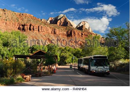 Shuttle bus stop, Zion National Park, Utah, USA. - Stock Image