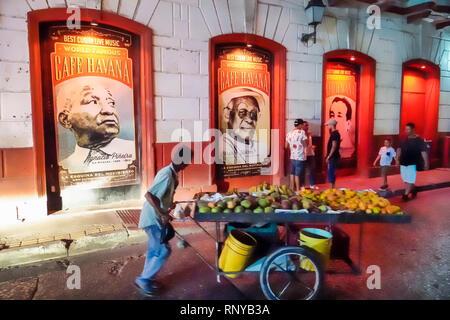 Cartagena Colombia Old Walled City Center centre Getsemani night nightlife Hispanic resident residents Cafe Havana Ibrahim Ferrer Ignacio Pineira live - Stock Image