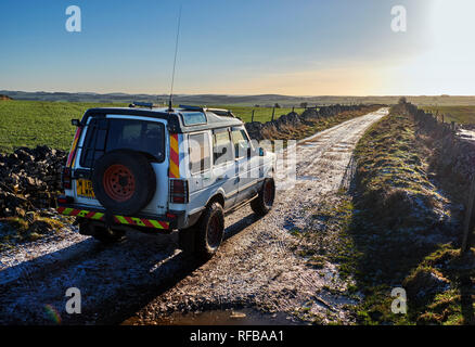 Land Rover on Green Lane near Chelmorton. Peak District National Park, Derbyshire, England. - Stock Image