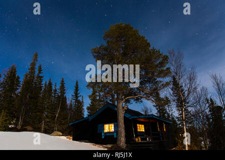 Cabin at night - Stock Image