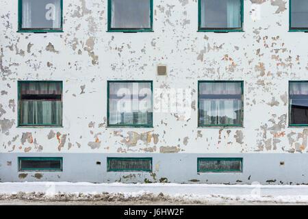 Weather beaten building with peeling paint - Stock Image
