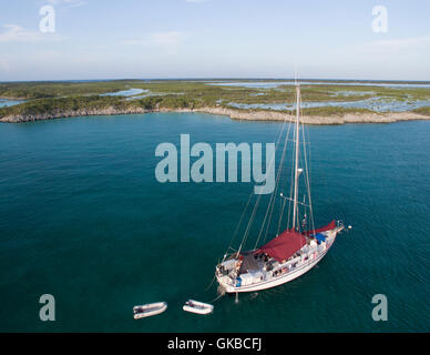 Aerial of a sailboat off the coast of Shroud Cay, Exuma Cays, Bahamas Islands - Stock Image