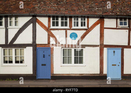 A cottage in Crowmarsh Gifford with an Oxfordshire Blue Plaque commemorating Jethro Tull, inventor of the horse-drawn seed drill. - Stock Image