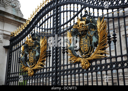 The Gates to Buckingham Palace, Westminster, London, England, UK - Stock Image