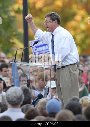 October 11, 2010 - Lexington, Kentucky, USA. - U.S. Representative BEN CHANDLER rallies the crowd before President - Stock Image