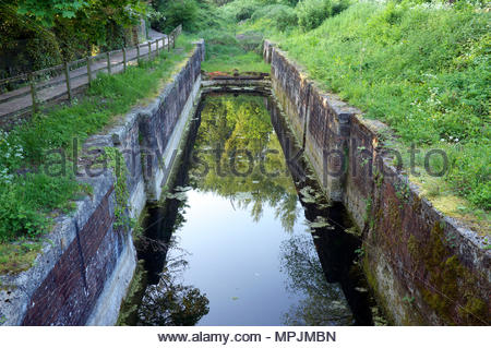 Thames & Severn Canal - disused lock awaiting restoration work, near Stroud in Gloucestershire, UK. - Stock Image