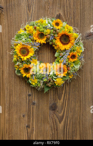 botany, sunflower, wreath decoration, Additional-Rights-Clearance-Info-Not-Available - Stock Image
