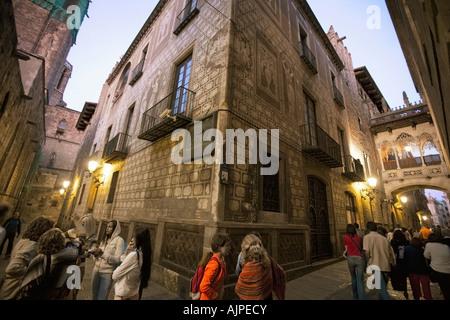 Barcelona Barri Gotic Carrer Bisbe  at twilight people - Stock Image