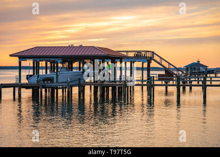 Sunset view of boat docks on the Tolomato River (Intracoastal Waterway) in St. Augustine, Florida. (USA) - Stock Image