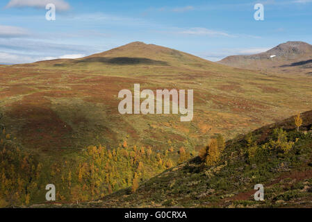Autumn mountain landscape viewed from Kungsleden trail near Hemavan, Lapland, Sweden - Stock Image