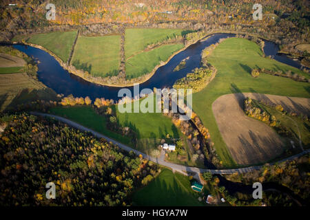 An aerial view of farms and the Connecticut River in Maidstone, Vermont and Stratford, New Hampshire. - Stock Image
