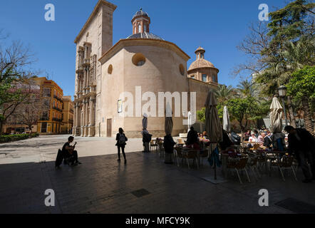 Man playing guitar at cafe tables outside Carmen Church and Convent, Plaza del Carmen, Barrio Del Carmen, Valencia, Spain - Stock Image