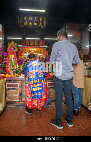 A daoist (taoist) master conducts a religious ceremony at Putian Temple in Hsinchu, Taiwan. - Stock Image
