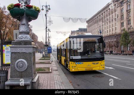 city transport trolley bus at the Kiev passenger stop Ukraine, Kiev 20.10.2018 - Stock Image