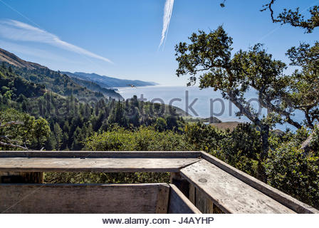 Los Padres National Forest and Pacific Ocean, as seen from rustic verandah of Nepenthe Restaurant, Big Sur, California. - Stock Image