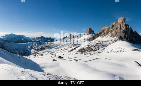 Panoramic view of Ra Gusela peak in front of mount Averau and Nuvolau, in Passo Giau, high alpine pass near Cortina d'Ampezzo, Dolomites, Italy - Stock Image