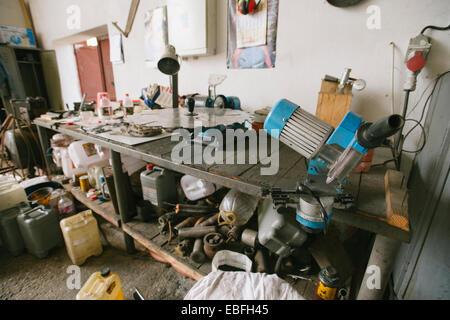 Messy car garage with various tools - Stock Image