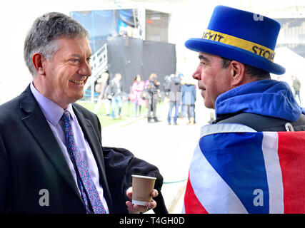 Simon McCoy (BBC News) chatting to Steve Bray (SODEM anti-Brexit protester) on College Green between broadcasts - Stock Image