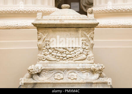 Liverpool Wirral Port Sunlight Village The Lady Lever Art Gallery marble Cinerarium ash chest c 85 AD of Caius Perperna Geminus aged 68 harpies - Stock Image