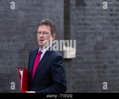 London, UK. 26th March 2019, Jeremy Wright MP PC, Culture Secretary arrives at a Cabinet meeting at 10 Downing Street, London, UK. Credit: Ian Davidson/Alamy Live News - Stock Image