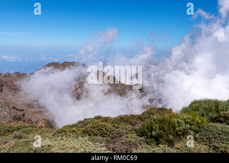 Volcanic rock ledge above the clouds at Roque de Los Muchachos, La Palma Island, Canaries, Spain - Stock Image
