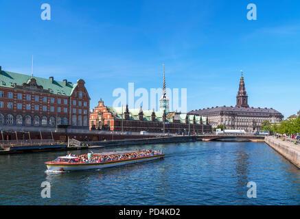 River cruise on Slotsholmens canal looking towards the Børsen (Stock Exchange) and Christiansborg Slot (Christiansborg Palace), Copenhagen, Denmark - Stock Image