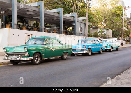 Cuba, Havana. Classic cars parked along city street. Credit as: Wendy Kaveney / Jaynes Gallery / DanitaDelimont.com - Stock Image