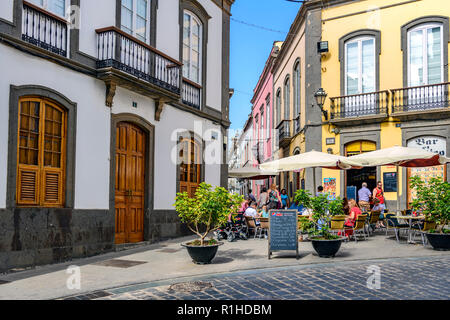 people eating and drinking at a local bar / cafe, clock street, Arucas, Gran Canaria - Stock Image