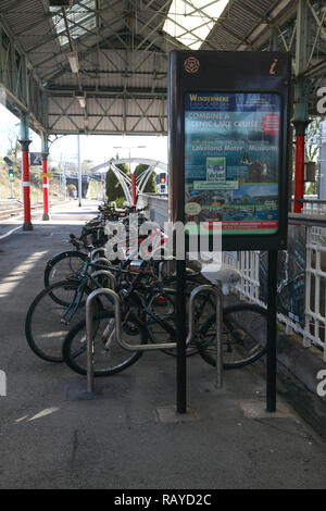 Bicycles parked on platform 2 at Oxenholme station in the Lake District, Cumbria, northern England - Stock Image