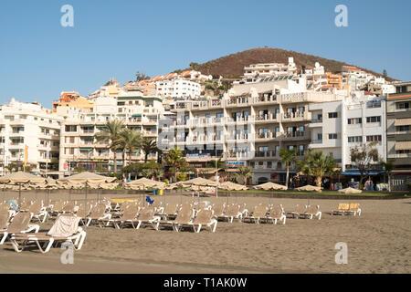 Rows of empty sun loungers on the Playa de Los Cristianos, Arona, Tenerife, Canary Islands - Stock Image