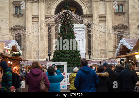 Budapest, Hungary. 23rd Dec, 2017. Christmas Fair at Basilica in Budapest Credit: Veronika Pfeiffer/Alamy Live News - Stock Image