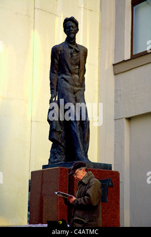 Moscow, Russia; Tourist in front of a monument to Anton Chekhov in the historical centre, an icon amongst Russian - Stock Image