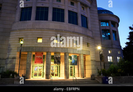 North Carolina State Museum of Natural Science in downtown Raleigh at night. - Stock Image