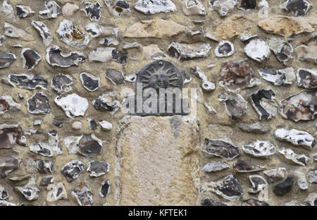 A lead fire mark for the Sun Fire Office with a policy number stamped on it nailed to a flint wall. Winchester, - Stock Image
