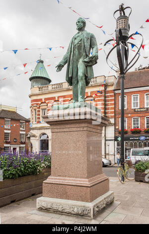 Bronze statue of 3rd Viscount Palmerston by Matthew Noble. 1868. Lord Palmerston, 19th-century British Prime Minister, Romsey, Hampshire, England, GB, - Stock Image