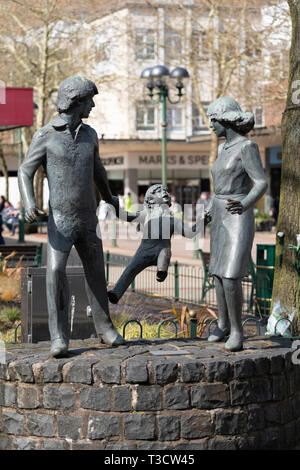 A 'Family Outing' - a bronze sculpture by John Ravera, erected in Mell Square, Solihull, England - Stock Image