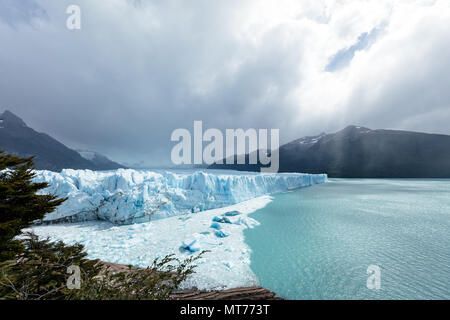 The meeting points of ice, rock and water at Perito Moreno glacier, Argentina - Stock Image